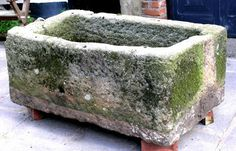 Large Stone trough with mossy accents. Easy DIY Hypertufa Projects The Garden Glove Concrete Crafts, Concrete Art, Concrete Projects, Concrete Garden, Concrete Leaves, Garden Crafts, Garden Projects, Garden Art, Garden Design