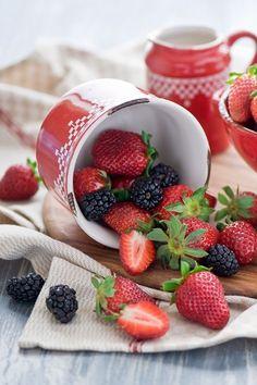 strawberries & blackberries / morangos & amoras