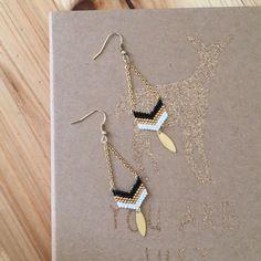 Boucles d'oreilles glamour et élégantes tissage à la main en perles miyuki - noir, doré et blanc