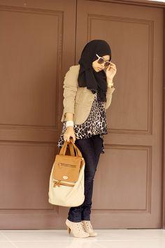 http://abayatrade.com muslim fashion magazine  Hijabi animal print