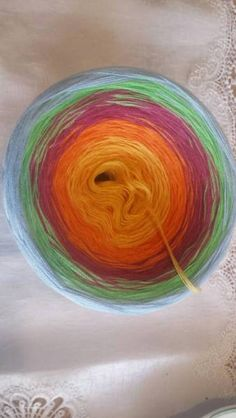 Unikat!!!Farbverlaufsgarn, 800 Meter L, 5 fädig, 245 g , NS : 3-5,50% Bw, 50% Poly5 Farben !Die Farben verlaufen sanft von einemGelb -Orange -Bordeaux -Apfel -BlauVersand möglich
