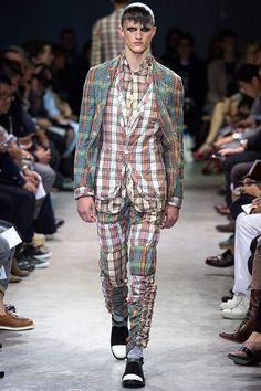 Pasarela: Cuadros, mix print y layers en Comme des Garçons #Menswear SS14. http://www.vogue.mx/desfiles/primavera-verano-2014-paris-comme-des-garcons-menswear/7109