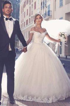 Classico Spalle scoperte Pizzo Vestito da ballo lungo Tulle Abito da sposa