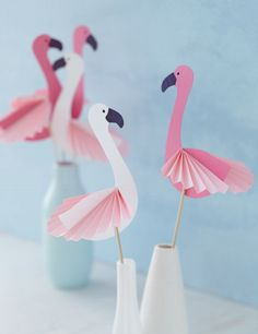 DIY crafting instructions with template for simple decoration flamingos - Basteln mit Kindern - Flamingo Party, Flamingo Craft, Flamingo Decor, Flamingo Birthday, Diy And Crafts, Crafts For Kids, Arts And Crafts, Tropical Party, Origami Easy
