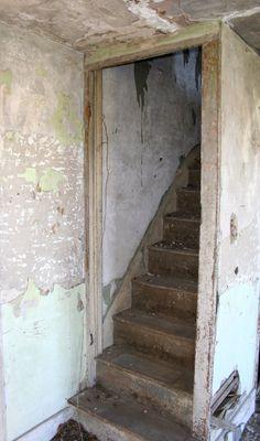 Abandoned House, >>