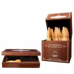 Les Célèbres Parasols de Deauville d'Eric Dufay, bien plus que de simples biscuits, de véritables joyaux dans un magnifique écrin en bois ... Un cadeau d'exception à faire pour les fêtes de fin d'année au meilleur prix sur madeincalvados.com