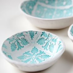 Diy Stamped Clay Bowls with links to other stamped air dry clay projects.  So pretty!!