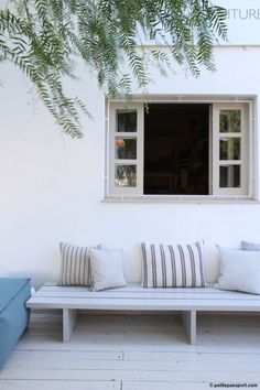 Banquette seating outdoor 35 Ideas for 2019 Outdoor Seating, Outdoor Rooms, Outdoor Gardens, Outdoor Living, Outdoor Decor, White Outdoor Bench, Cheap Benches, Ideas Terraza, Painted Benches