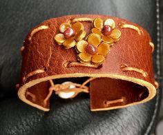 Armband på beställning  - helt utan metall då kundens vän är allergisk