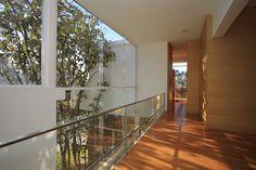 Pasillo Casa Azpeytia.  Diseño Arq. Miguel Echauri y Arq. Álvaro Morales. Fotografía Carlos Diaz Corona.