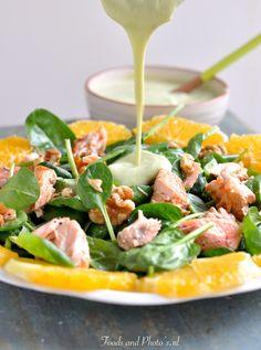 Salade met zalmfilet, spinazie en avocado-dressing: Omega-3 salade! |