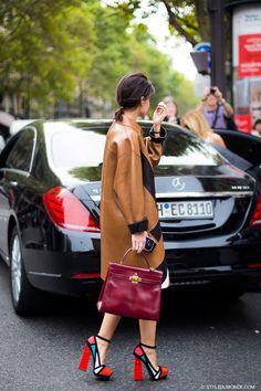 kelly bagもこんなstyleで持つとmodeですね! bagだけ主張されず綺麗に馴染んでる このsenseがLovely☆ Inspirational street style: Miroslava Duma's impeccable block heel sandals