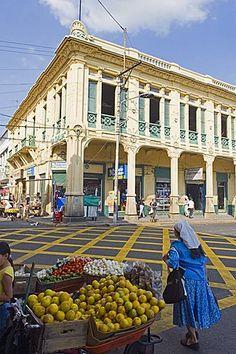Street market in downtown San Salvador, El Salvador, Central America #americacentral #sudamerica
