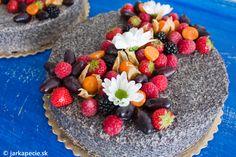 Osobne rada pečiem tradičné koláče azákusky smúkou, ale vyhoviem aj tým, ktorí sa potrebujú múke, resp. lepku dočasne (ale aj na vždy) vyhnúť. Mak môžem jesť vakejkoľvek forme ateším sa, že je opäť vyhľadávanou surovinou adosť často sa objavuje vnašich jedálničkoch. Samozrejme treba rátať okrem skvelých výživových hodnôt avysokého obsahu vápnika aj sprísunom riadnej energie.…