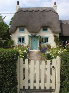 (dreaming of a home to call our own) Rose Cottage, Honington, England. This is just beautiful… one day I'll be able to afford a cottage. Fairytale Cottage, Garden Cottage, Cottage Homes, Romantic Cottage, Storybook Homes, Storybook Cottage, Little Cottages, Cabins And Cottages, Cute Cottage
