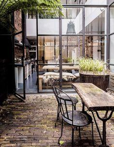 Situada en el barrio Jordaan de Ámsterdam, esta espectacular casa tiene todas las características del estilo industrial | conkansei.com