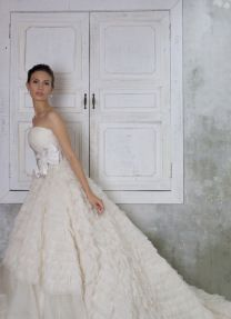 Emma (2) Designer Wedding Gowns, Designer Gowns, Alfred Angelo, Plus Size Designers, Crystal Beads, Veil, Bridal Gowns, High Fashion, Royalty