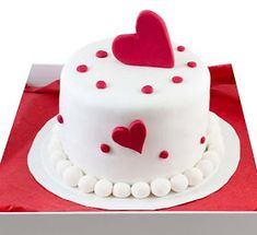 Cakes for Valentine's Day: Cakes for February 14 Fondant Cake Designs, Cake Decorating With Fondant, Cake Decorating Techniques, Fondant Cakes, Cupcake Cakes, Valentines Cakes And Cupcakes, Valentine Cake, Heart Shaped Cakes, Heart Cakes