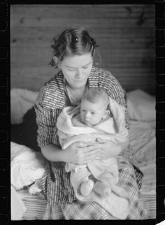 Louis Lynch, tenant farmer's wife, tract no. Farm Women, Margaret Bourke White, Dust Bowl, First World Problems, North Carolina Homes, Great Depression, Old Pictures, Vintage Pictures, Bright Stars