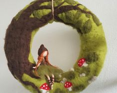 Door Wreath-Forest girl -Straw wreath wrapped and felted with sheep wool -CA 32 cm diameter -Felt girl CA 13 cm large -customizable Made with love Felted Wool Crafts, Felt Crafts, Diy And Crafts, Straw Wreath, Felt Wreath, Wet Felting, Needle Felting, Waldorf Crafts, Felt Pictures