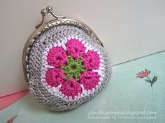 Per chi non li conosce, gli african flower sono piastrelle ad uncinetto esagonali che hanno un disegno davvero particolare e di grande ...