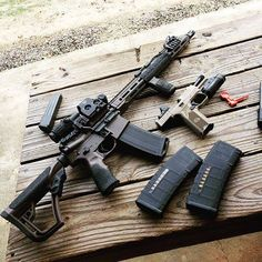 A Daniel defense Rifle customized Zombie Weapons, Weapons Guns, Guns And Ammo, Custom Guns, Military Pictures, Fire Powers, Military Gear, Tactical Gear, Firearms
