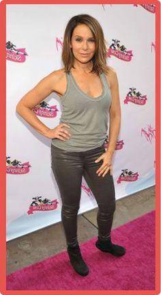 Jennifer Grey Measurements Jennifer Grey Plastic Surgery #JenniferGreyPlasticSurgery #JenniferGrey #celebritypost