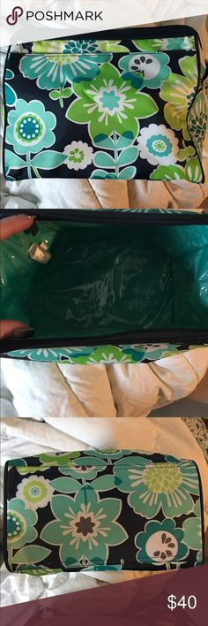2 Thirty one Cosmetic bags Thirty one Cosmetic bag . Never used for makeup . It's very clean and lined on the inside. The small one comes with it but the small one has been used .Price is firm!! 👍 thirty one Bags Cosmetic Bags & Cases