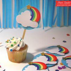 Somewhere over the rainbow! More cupcake decoration ideas here: http://selfpackaging.com/en/37-cupcakes  #cupcaketoppings #cupcakes #cupcakeideas #rainbow #homemade