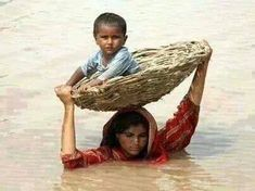 Pakistan Floods – Mother's love is the greatest. Kids Around The World, We Are The World, People Around The World, Around The Worlds, Mother Art, Mother And Child, Foto Art, Super Mom, Mothers Love