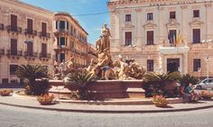 Fontaine à Syracuse, Sicile Sicilian, Barbados, Hui, Monuments, Baroque, Trips, Street View, Adventure, Mansions