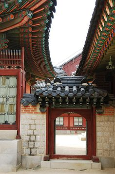Gyeongbokgung Palace, Seoul, Korea // we took pictures in this archway\\