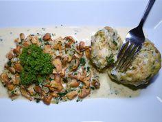 Eierschwammerlsauce mit Semmelknödel Meat, Austria, Food, Cooking, Porcini Mushrooms, Essen, Meals, Yemek, Eten