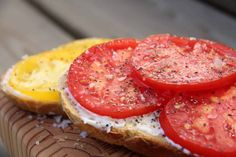 The Best Tasting Tomatoes To Grow (Or Find At The Farmers Market) Green Zebra Tomato, Red Tomato, Tomatoes On Toast, Yellow Tomatoes, Best Tasting Tomatoes, Tomato Breakfast, Summer Snacks