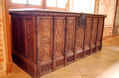 This bridal chest dates from 1610 and is in First Renaissance style with seven front panels.