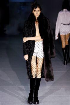 Guarda la sfilata di moda A. F. Vandevorst a Londra e scopri la collezione di abiti e accessori per la stagione Collezioni Autunno Inverno 2016-17.