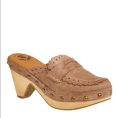 """Lucky brand brown clogs, size 6.5 Lucky brand brown clogs, size 6.5, new with box. Loafer style leather upper, wooden platforms. Super cute clogs. Fit slightly large on me as I wear size 6. Heel 2.75"""", platform 0.5"""". Open to reasonable offers. No trade PayPal or hold. Thanks! Lucky Brand Shoes Mules & Clogs"""