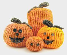 The Knifty Knitter: Pumpkin Patterns for the Knifty Knitter Looms - These would also make super fun and easy snowmen... just find a way to attach them together.