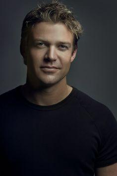Matt Passmore - The Glades ♥ I love Kiwi/Australian accents!