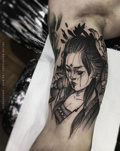 Tatuagem criada por Felipe Rodrigues (Rodferod) de São Paulo.    Gueixa em blackwork.