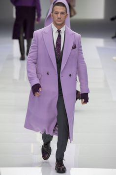 Versace Fall 2016 Menswear Fashion Show Men Fashion Show, Dope Fashion, Runway Fashion, Mens Fashion, Fashion Styles, Fashion Photo, Fashion Trends, Piel Natural, Dandy Style
