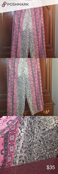 1X Split Harem Billowy BoHo Pants BNWT 2 prints. One is black and white the other is pink & black. Splits in the front but is all connected to one piece. Elastic waist. Runs small. Lined to the knees then it's sheer.  Didn't fit me. :( NWT. True Destiny Pants Wide Leg
