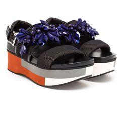 Marni Gem Encrusted Flatform Slingbacks (7.443.170 IDR) ❤ liked on Polyvore featuring shoes, sandals, marni sandals, slingback sandals, marni, flatform shoes and flatform platform shoes