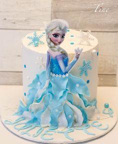Reine des neiges. Frozen cake by Les gâteaux de Tine.