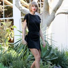 Hot: Taylor Swift Shows Off Her Long Legs in an All-Black Ensemble in L.A.