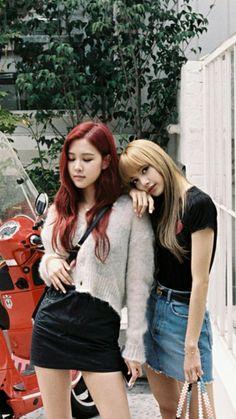 Rose and Lalisa Manoban of Blackpink Kim Jennie, South Korean Girls, Korean Girl Groups, Divas, Black Pink Kpop, Blackpink Photos, Forever, Blackpink Jisoo, Asian Woman