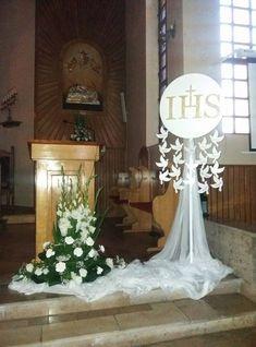 Imagen relacionada Première Communion, First Communion Party, First Communion Dresses, First Holy Communion, Church Wedding Flowers, Altar Flowers, Church Flower Arrangements, Floral Arrangements, Church Altar Decorations