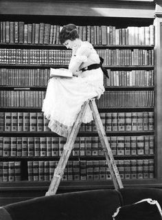 Young woman perched atop a ladder in library, reading. 1920 --- Young woman perched atop a ladder in library, reading. --- Image by © Bettmann/CORBIS © Corbis. All Rights Reserved. People Reading, Woman Reading, Love Reading, Reading Books, Reading Library, Reading Art, Reading Time, Library Books, Reading Lists