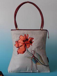 Különleges nõi táska, applikált virágmintával hímezve