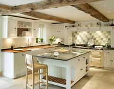 """I like the combo of the display shelf and brackets that minimise the """"sticky outy"""" appearance of the work top where it overhangs on the island."""